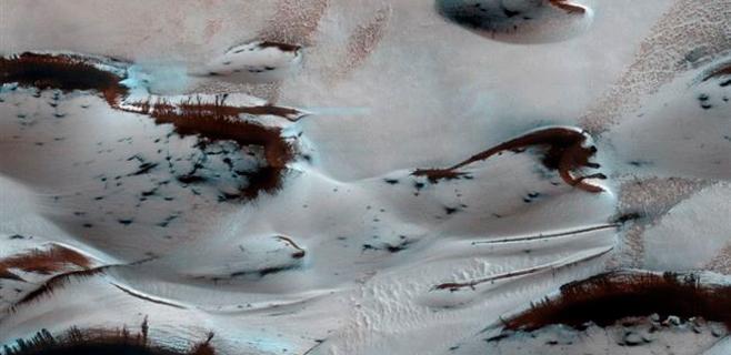 Llega el deshielo primaveral al norte de Marte