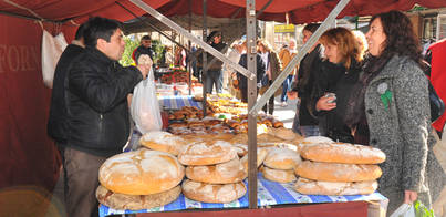 Éxito del mercado tradicional semanal de Peguera