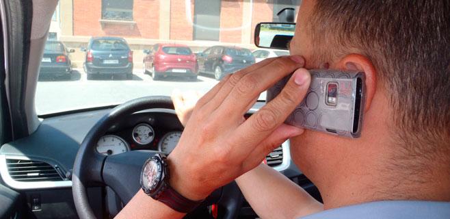 Palma condonó con 2 horas de curso, 350 multas por usar el móvil al volante