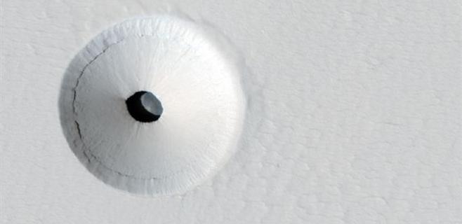 El misterio envuelve la foto de un crater en Marte