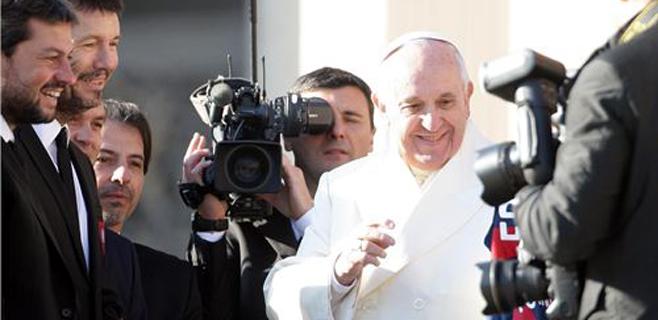 El Papa robó una cruz del ataúd de un sacerdote amigo
