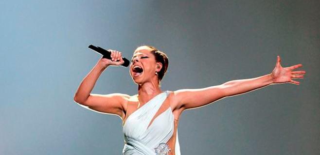 Pastora Soler se desmaya sobre el escenario
