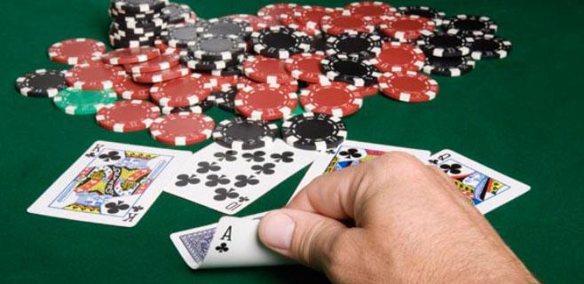 Pierde una apuesta de póquer y se pone un nombre de 99 letras