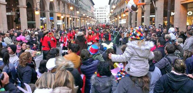20.000 personas llenan de color Palma en la Rueta
