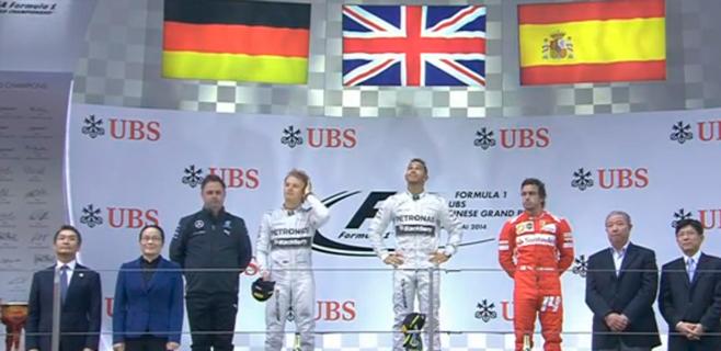 Alonso obra el milagro en China y sube al podio