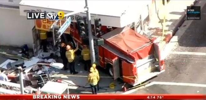 Dos camiones de bomberos chocan y hieren a 15 personas