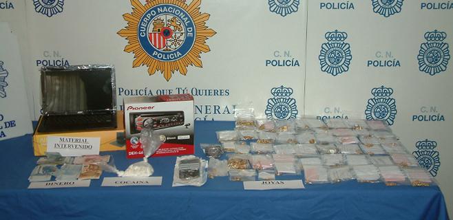 Detenidas 2 mujeres por vender droga en un establecimiento de