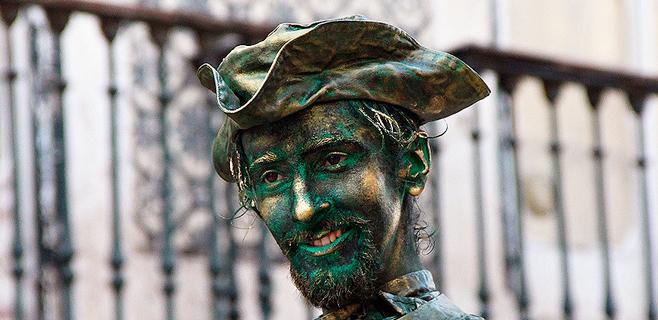 Cort aplaza las medidas sobre los artistas callejeros y estatuas humanas