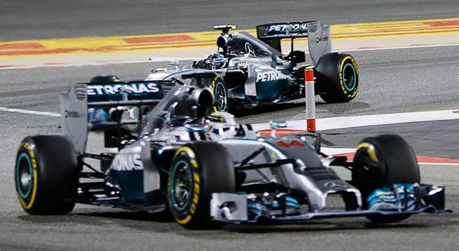 Hamilton gana en Bahréim y Alonso es noveno