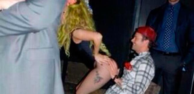 Lady Gaga sorprende a su novio con un
