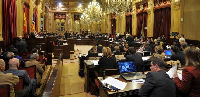 La presunta financiación ilegal del PP y la corrupción centrarán el Pleno