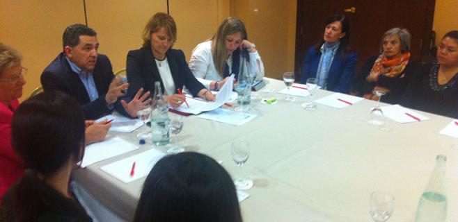 Estaràs se reune con las asociaciones de mujeres de La Rioja