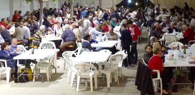 800 personas celebran Sant Jordi con una fideuà