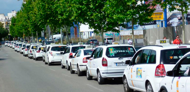 Los taxistas proponen hacer los recorridos de la EMT a 1,5€/pasajero