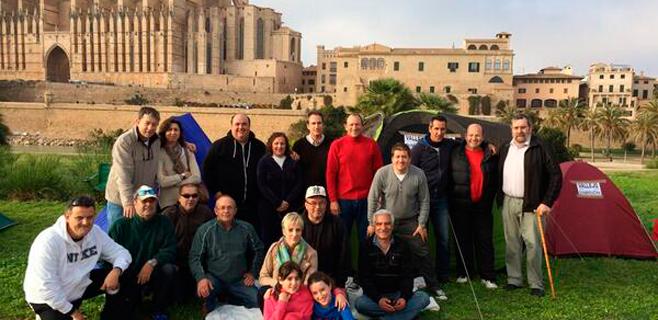 Taxistas de Palma acampan en el Parc de la Mar para protestar por los turnos