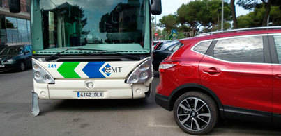 Un coche se empotra contra un bus en s'Arenal