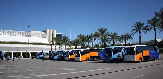 Las partes firman el acuerdo para el convenio de transporte tur�stico