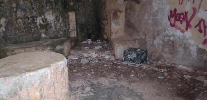Imparable degradación y abandono del Mirador del Grau en Estellencs