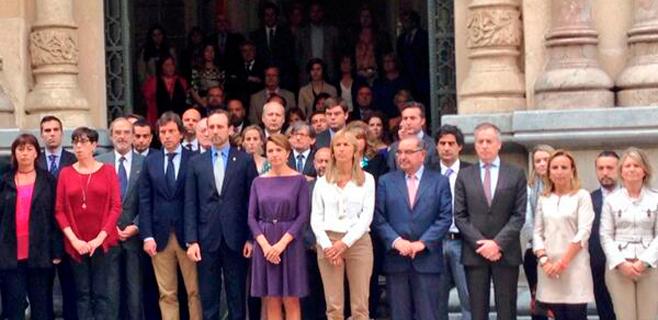 Un minuto de silencio en el Parlament por la muerte de Isabel Carrasco
