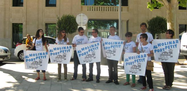 'Al Molinar, port petit' entrega 10.000 firmas contra la ampliación del club