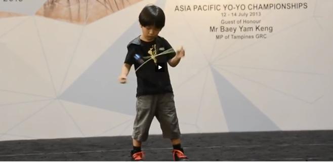 Un niño sorprende al mundo con el yo-yó