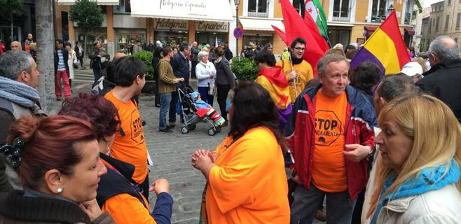 La PAH protesta ante Cort por su