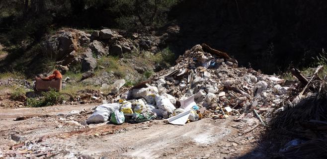 Albaina denuncia la presencia de amianto en un vertedero ilegal