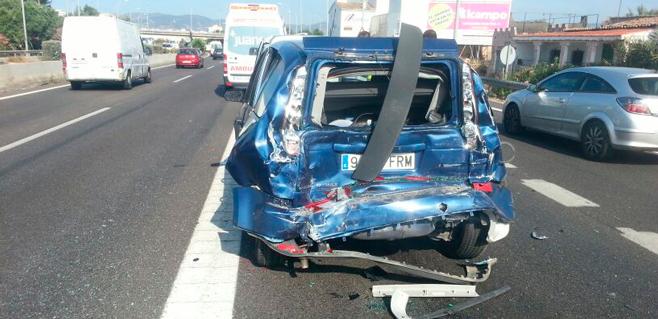 7 heridos por un choque múltiple frente a Ikea entre 3 coches y un autocar