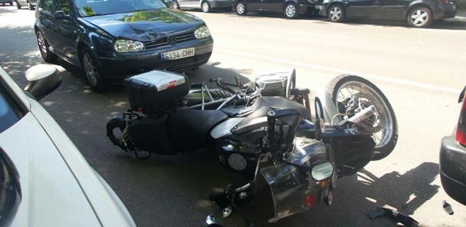 3 heridos en un choque entre una moto y un coche