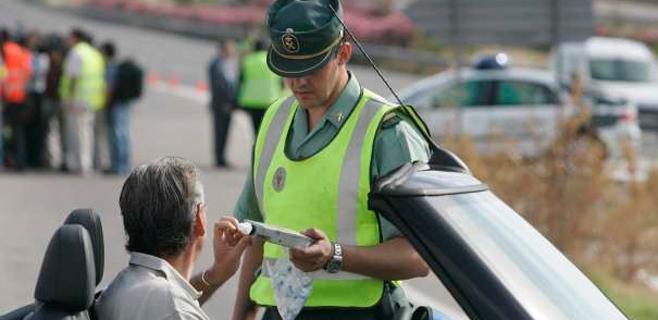 La DGT intensifica los controles de consumo de alcohol y drogas al volante