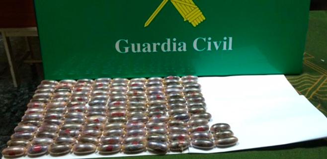 Dos detenidos en Son Sant Joan con 120 'dátiles' de hachís en su cuerpo