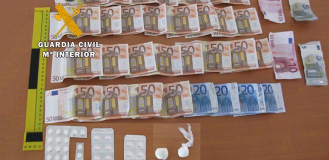 Dos detenidos por vender cocaína e intentar sobornar a la Guardia Civil
