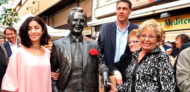 Manolo Escobar ya tiene su estatua en Badalona