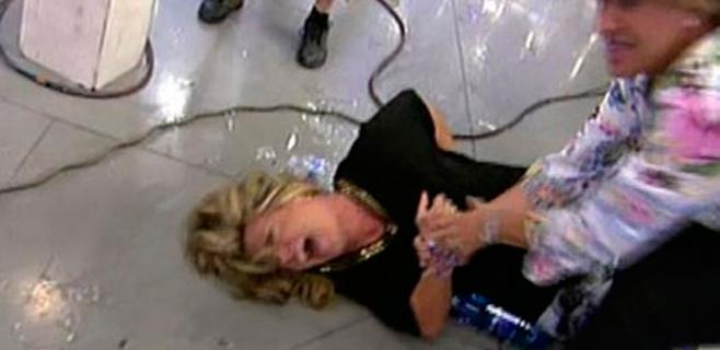 Brutal caída de Lydia Lozano en