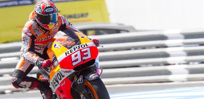 Lorenzo hace sufrir a Márquez pero acaba segundo