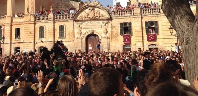 Seis policías heridos en una reyerta en las fiestas de Sant Joan de Ciutadella