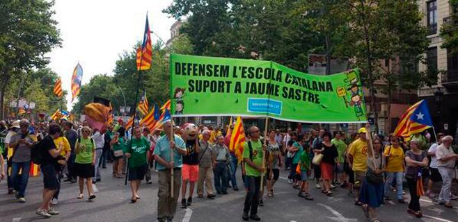 La manifestación de Somescola en Barcelona rinde homenaje a Sastre