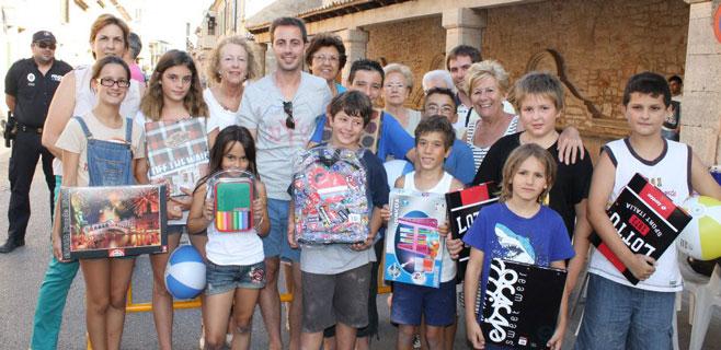 350 ni�os participan en el concurso de dibujo de Santany�