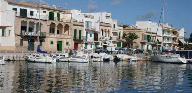 Fallece ahogado un hombre al caerse en un pantalán en Porto Colom