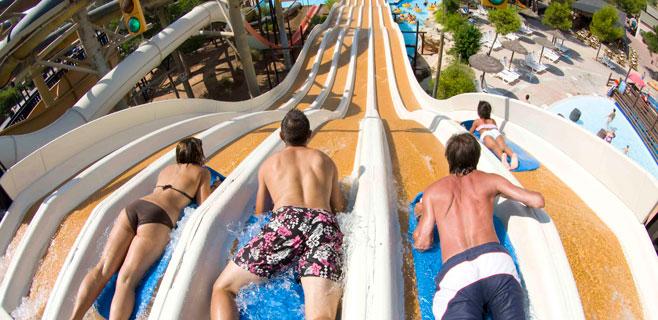 Los parques acuáticos inciden en la necesidad de proteger la piel