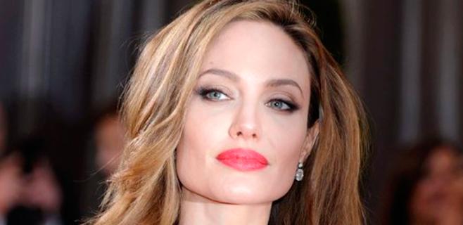 Salen a la luz supuestas adicciones de Angelina Jolie