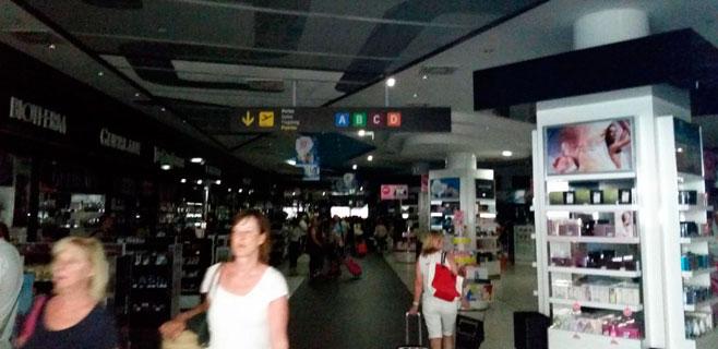 El aeropuerto de Palma vuelve a tener luz tras el apagón de este martes