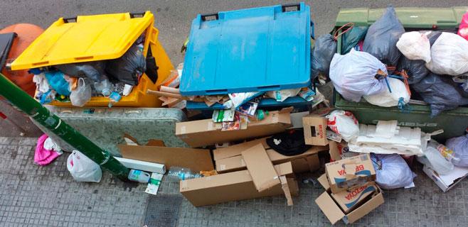 La basura se acumula en la Plaça Serralta de Palma
