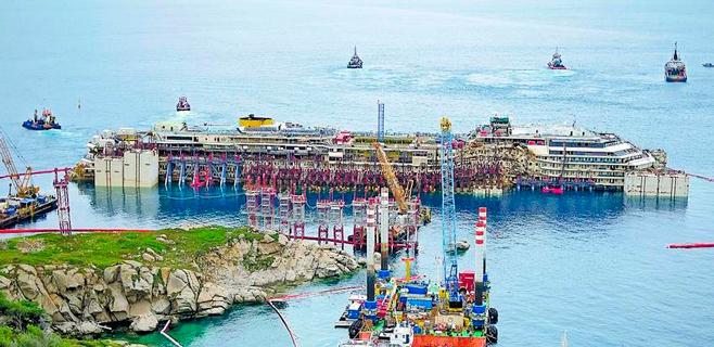 El 'Costa Concordia' concluye en Génova su última travesía