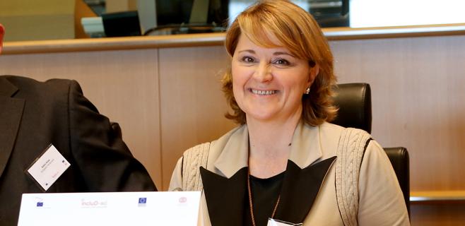 Estaràs pide a Juncker un compromiso con las personas con discapacidad
