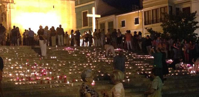 Felanitx recuerda a Isabel Barceló encendiendo centenares de velas