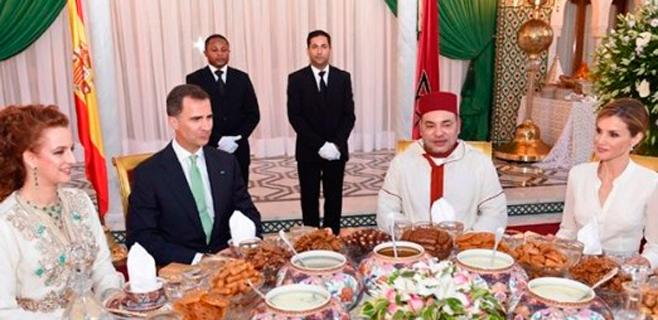 Trato de reyes para Felipe y Letizia en Marruecos