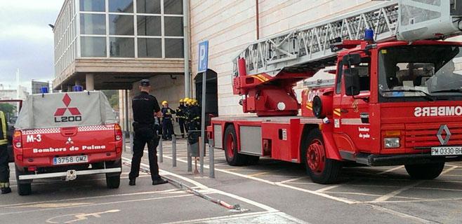 Desalojado el polideportivo Germans Escalas debido a un incendio