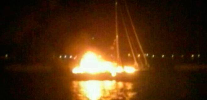 Dos holandeses fallecen en el incendio de un velero en la bahía de Portocolom