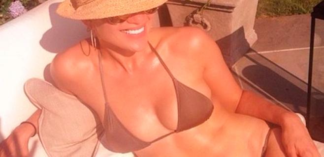 Jennifer López luce figura a los 45